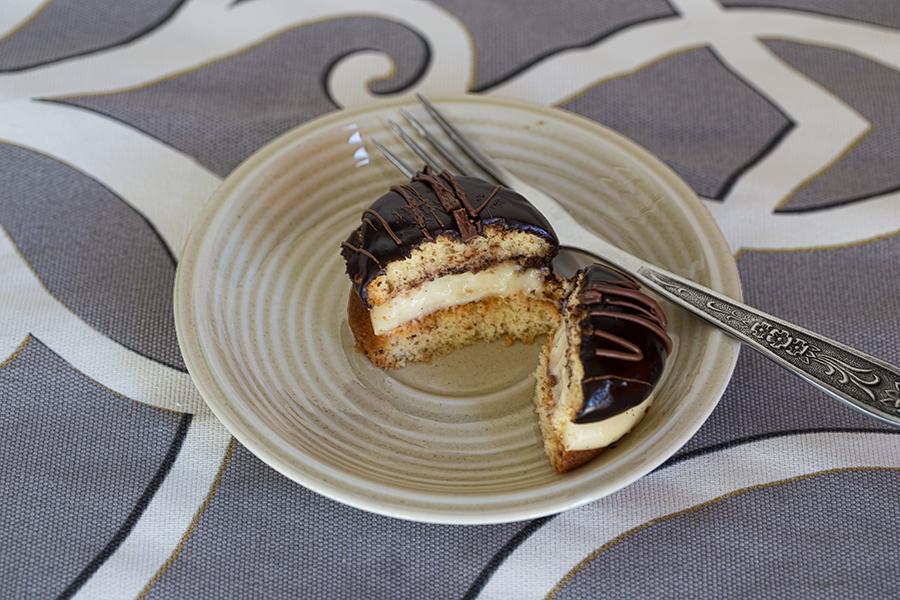 Бисквитные пирожные с кремом