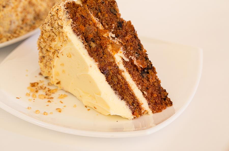 Миниатюра к статье Простой морковный пирог с глазурью