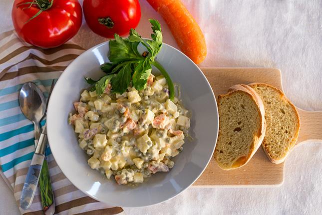 Миниатюра к статье Вегетарианский салат Оливье моей свекрови без колбасы и майонеза