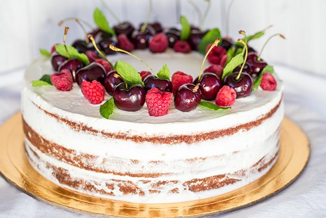 Миниатюра к статье Умопомрачительный торт с черешней, шоколадом и кремом из маскарпоне
