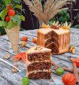 Морковный торт со сметанным кремом и карамелью